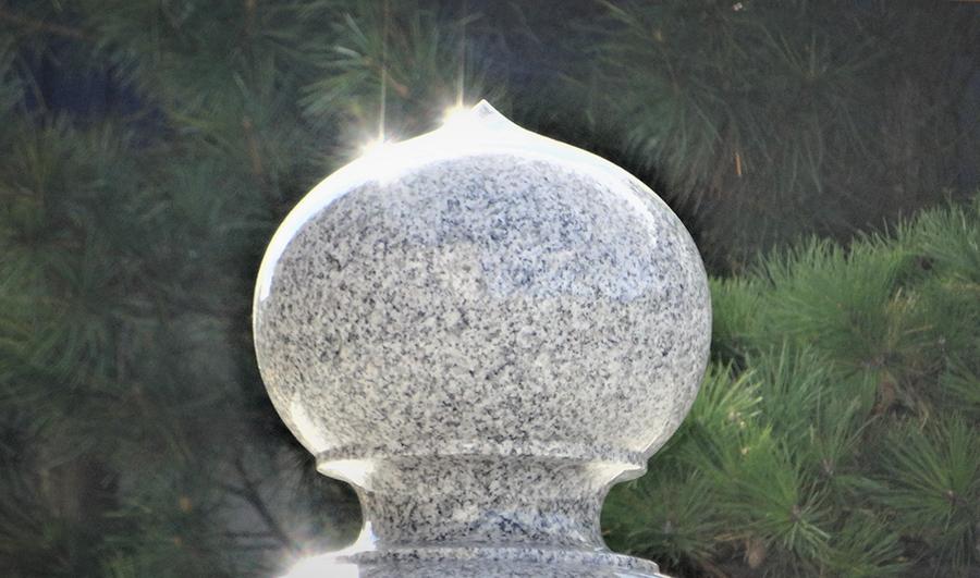 宝 珠  神秘的な輝きを放つ
